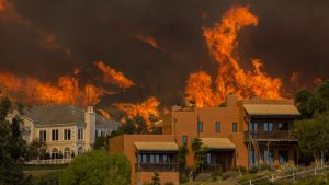 """Den brand som kallas """"Woolsey"""" närmar sig kändistäta Malibu. I södra Kalifornien har ungefär 200 000 människor uppmanats evakuera."""