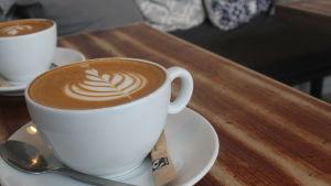 Kahvikuppi pyödällä.