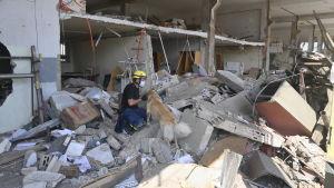 Räddningsarbetet efter explosionen i Beiruts hamn