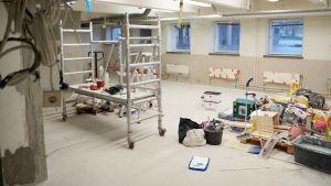 Skolrum där det pågår reparationsarbeten.