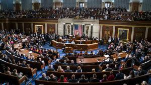 Fullsatta bänkrader i USA:s representanthus.