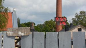 Grinden är stängd och klockan tickar i Billnäs bruk.