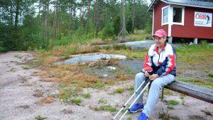 Tävlingsledare Terttu Augustson vid skjutbanan i Västerby i Ekenäs.