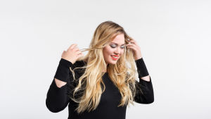 Anni är en av deltagarna i Tävlingen för ny musik, UMK, 2017.