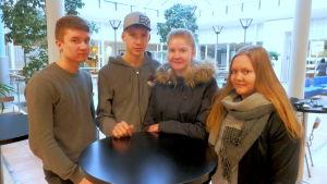 Jonathan Enkvist, Lucas Gäddnäs, Viktoria Häggman och Pamela Bodbacka är studerande vid Optima.