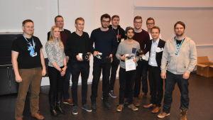 """Nathan Brachotte, Ishan Regmi, Gabriel Specq och Fredrik Fagerholm vann ICT Showroom 2017 med projektet """"Kill The Dj"""". Tobias Asplund, Sebastian Bröckl, Anton Lindholm och Benjamin Österholm vann priset """"Anniversary jury""""."""