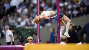 Linda Sandblom hoppar