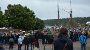 Mycket folk samlade på slagfältet i Dalsbruk.