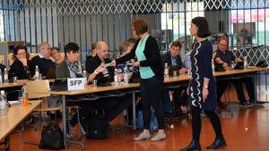 Röstsedlar delas ut inför stadsdirektörsvalet i Lovisa