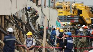 Räddningsoperation i Mexico City den 21 september 2017 efter jordbävningen den 19 september.