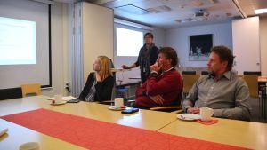 Deltagare vid ett möte arrangerat av Borgå lokalservice.