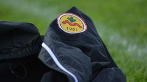 IK Myrans logo på en jacka.