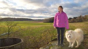 Sanni Kilpinen bor med sin familj i Backgränd. Familjen har valt att inte ansluta sig till fibernätet.