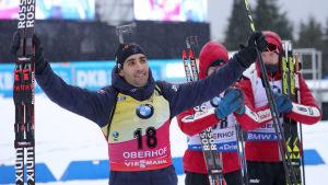 Martin Fourcade firar seger i Oberhof.