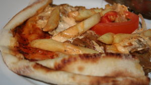 Pizza med franskisar.