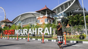 Ngurah Rai, den internationella flygplatsen i Denpasar, Bali.