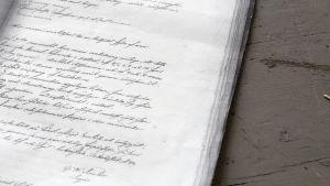 Ett gammal rättegångsrprotokoll från 1859. Skrivet för hand, med gammal skrivstil.