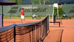 En tennisplan.