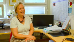 servicechef Eliisa Roine sitter i sitt kontor.