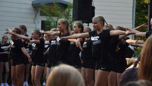 KDC-dansare uppträder vid konstens natt i åbo