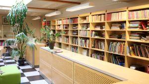 Skolbiblioteket på Mårtensdals skola i Vanda.