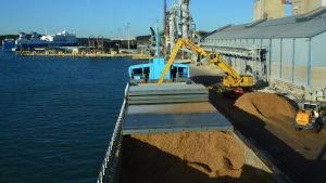Flislastning i Nådendals hamn