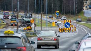 Bilar på en motorväg.