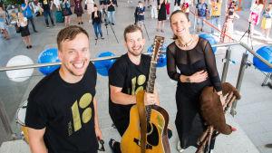 Den estniska folkmusikgruppen Trad.Attack på Tallinns flygplats i juli 2017.
