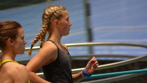 Nathalie Blomqvist och Jonna Julin tränar.