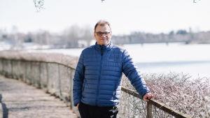 Juha Sipilä Kesärannan pihalla