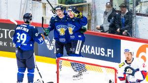 Finlands Arttu Ilomäki firar karriärens första landslagsmål då Finland besegrade Norge i en landskamp inför VM våren 2019.