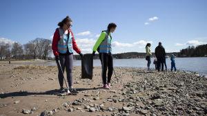 Miljöorganisationen Håll Skärgården Ren städar stränder i Finland.