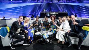 en vy från sveriges sida i greenroom med alla sångare och låtskrivare