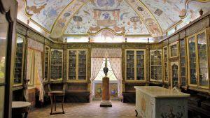Interör av det apotek som idag är en del av klostermuseet i Trisulti.