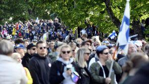 Finska fans firar guldvinsten i Kajsaniemi.