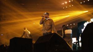 Wu-Tang Clan -yhtye keikalla Helsingin jäähallissa.
