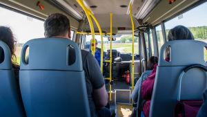 Passagerare i minibuss