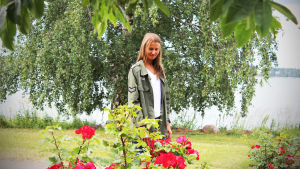 Mathilda Lindholm i ett blommigt Munksnäs.