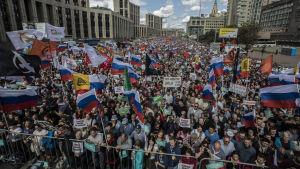 Demonstration i Moskva med 21 000 deltagare.