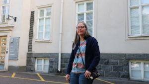 Lena Malmberg utanför Dals missbrukarklinik