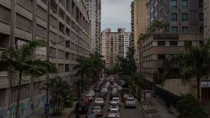 Långa bilköer i Caracas då elen slogs ut och trafikljusen slutade fungera.