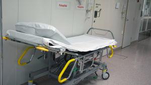 En bår i ett sjukhus.