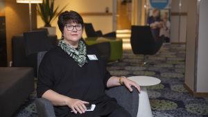 Avdelningsskötare Maarit Männistö på patienthotellet Familjeboet i Helsingfors.