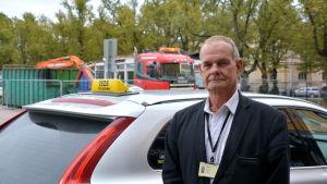 Taxichaufför vid Borgå torg.