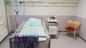 Potilashuone Hämeenkyrön terveyskeskuksessa