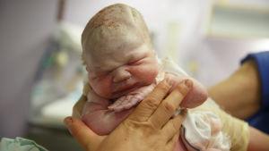 En nyfödd baby.