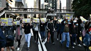 Mielenosoittajia Hongkongissa 8. joulukuuta 2019.
