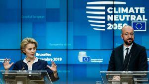 Kommissionsordföranden Ursula von der Leyen talar på presskonferens i Bryssel i december.