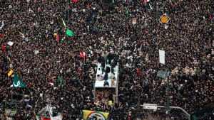 Över en miljon iranier deltog på måndagen i ett minneståg för den mördade Soleimani norr om Teheran