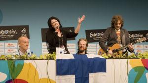 Suomen euroviisuedustaja Hanna Pakarinen lehdistötilaisuudessa Messukeskuksessa.